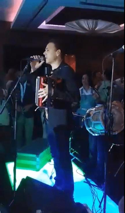 Video – El Prodigio se disculpa con sus musicos y sus publico