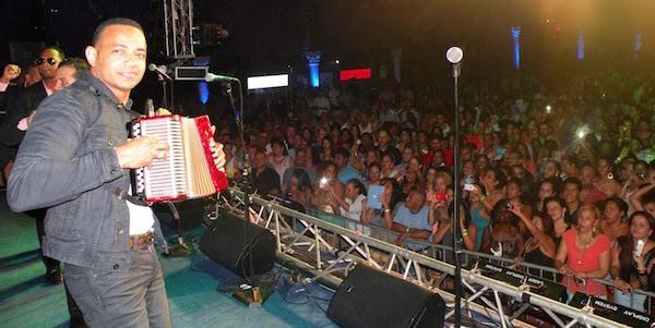 Yovanny Polanco junto a su agrupación