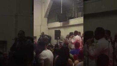 Photo of Video: Manolo Guira intenta dejar en plena tarima a Yovanny Polanco